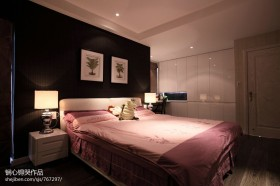 现代风格卧室床头壁纸背景墙效果图