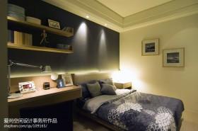 小卧室兼书房装效果图