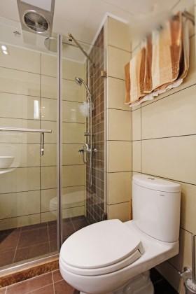 淋浴室玻璃隔断装修效果图