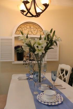 地中海风格餐厅餐桌摆设装修效果图