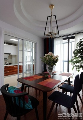 现代家庭餐厅吊顶装修效果图片