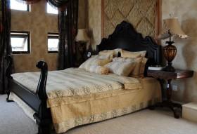 别墅卧室床图片