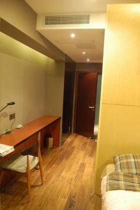 卧室过道木质地板装修效果图欣赏