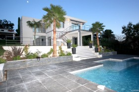 现代别墅庭院实景图片