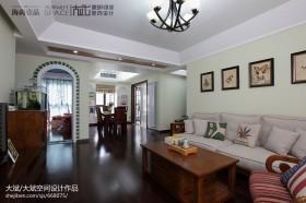 美式家庭客厅沙发照片墙图片