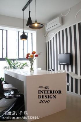 现代风格餐厅小餐桌图片
