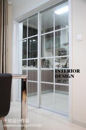 现代简约风格厨房玻璃移门装修效果图