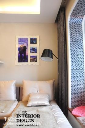 现代简约风格客厅沙发墙画装修效果图