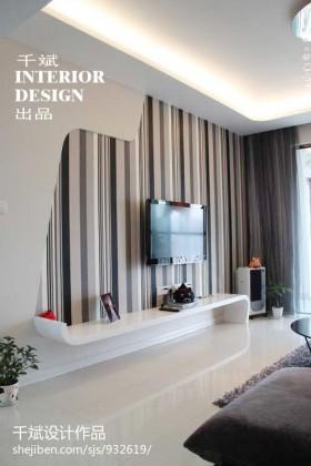 现代简约风格客厅条纹壁纸电视背景墙效果图