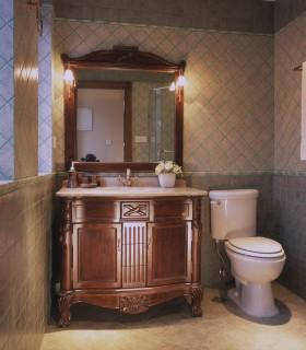 别墅卫生间实木浴室柜图片