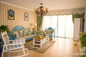 地中海风格客厅沙发摆设装修效果图