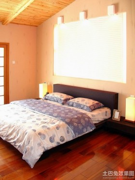 2013卧室木地板装修效果图
