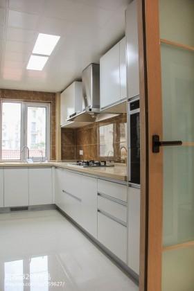 简约长厨房装修效果图欣赏