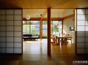 日式别墅客餐厅实木推拉门