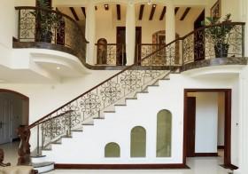 别墅铁艺楼梯效果图