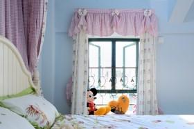 蓝色卧室背景墙阳台窗帘装修效果图