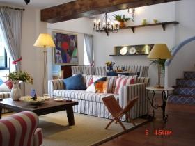 地中海风格复式楼客厅条纹沙发装修效果图