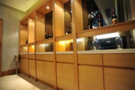室内实木酒柜装修效果图