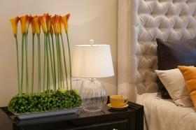 简单公寓床头灯装饰效果图
