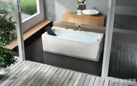 别墅卫生间浴缸图片