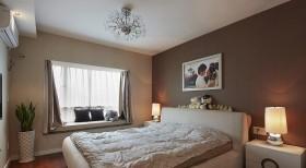 简约二居婚房卧室飘窗装修效果图片