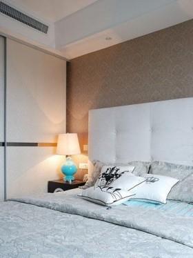 温馨简约卧室台灯图片