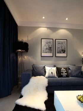 二居客厅挂画墙装饰效果图
