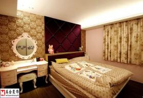 混搭卧室背景墙装修效果图片