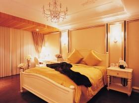 欧式奢华风格卧室装修效果图