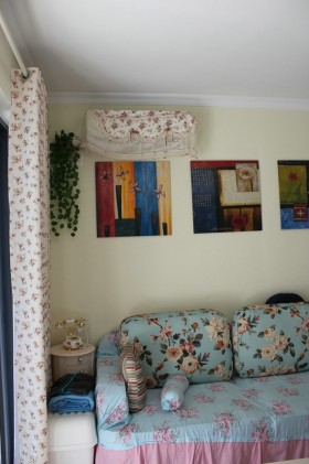 田园风格客厅墙上挂画效果图