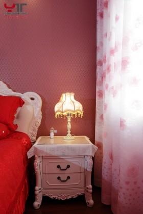 欧式婚房卧室床头柜效果图