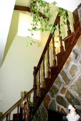 田园风格复式楼梯扶手效果图