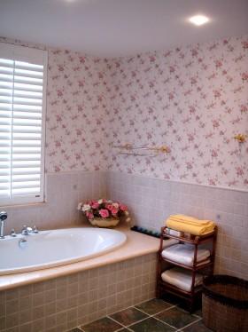 美式田园风格卫生间浴缸效果图