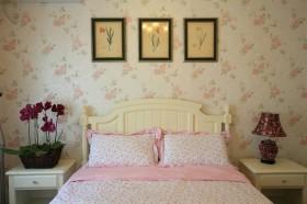 欧式田园风格卧室背景墙挂画效果图