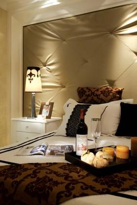 现代新古典风格卧室床头软包效果图