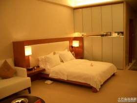 现代一居室卧室衣柜效果图