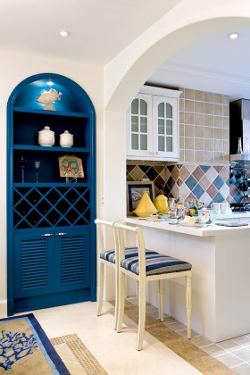 地中海风格厨房吧台酒架效果图