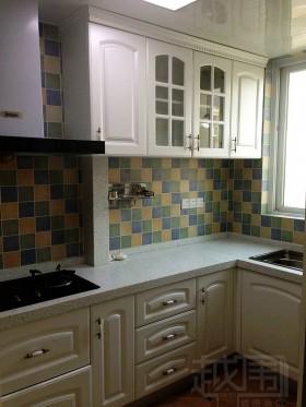 多彩正方形墙砖装修厨房墙面效果图片