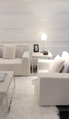 白色调现代风格客厅台灯图片