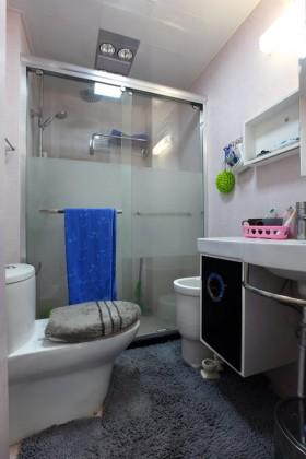 现代风格30平米小户型婚房卫生间装修效果图