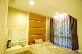 小空间卧室时尚窗帘效果图片