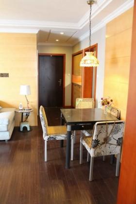 现代70平米两室一厅装修图