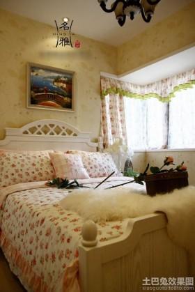卧室墙面装饰挂画设计