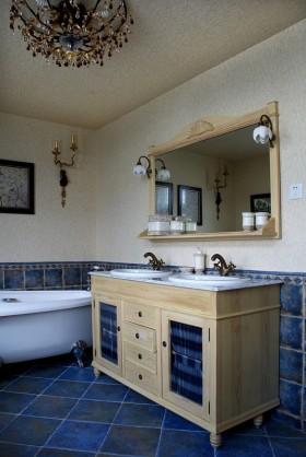 欧式实木浴室柜图片