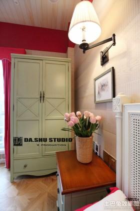 美式风格二居室卧室壁灯装修效果图