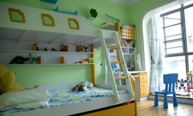 上下铺儿童房家具布置效果图