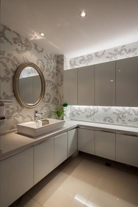 现代装修风格浴室柜效果图