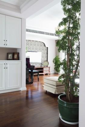 现代美式风二居室玄关装修效果图
