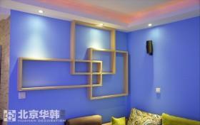客厅墙面装修实木置物架图片