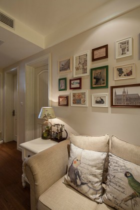 美式装修风格80平米两室一厅客厅照片墙效果图